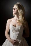 少年长期美丽的白肤金发的新娘的头&# 库存图片