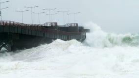 贝尔加拉击中海湾的` s船坞波浪 库存图片