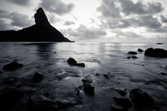 费尔南多・迪诺罗尼亚群岛晃动B&W 图库摄影