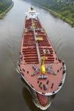 贝尔多尔夫-在基尔运河的坦克小船 库存照片