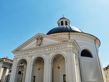 贝尔尼尼s教会门面阿里恰,意大利 免版税库存照片