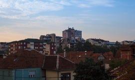 巴尔干镇在晚上 库存照片