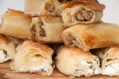巴尔干饼用在一个木板的乳酪和巴尔干肉馅饼 库存图片