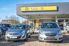 默尔斯,德国- 2017年3月06日:标致汽车接管2的欧宝 20亿欧元 免版税图库摄影