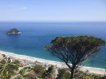 贝尔杰吉小岛,在利古里亚里维埃拉 库存照片