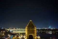 贝尔格莱德,塞尔维亚全景,在从Kalemegdan堡垒看的一个冬天晚上 免版税库存图片