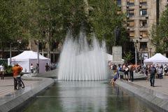 贝尔格莱德,塞尔维亚:4月16日 2017 - 有纪念碑和喷泉的科列夫Pasic广场是一个中央镇中心和都市 库存图片