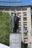 贝尔格莱德,塞尔维亚:4月16日 2017 - 有纪念碑和喷泉的科列夫Pasic广场是一个中央镇中心和都市 免版税库存照片