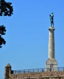 贝尔格莱德,塞尔维亚- 2016年8月15日:胜利雕象在Kalemegdan堡垒的在贝尔格莱德 图库摄影