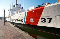 巴尔的摩内在港口老海岸警备队船 免版税库存图片