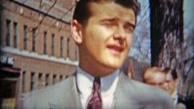 巴尔的摩,马里兰1942年:出席大婚礼的精致的绅士与他的日期 股票录像