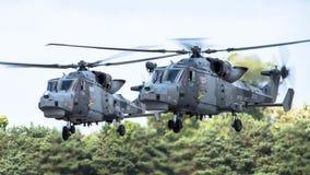 费尔福德,英国- 7月10日:天猫座直升机参加皇家国际空气纹身花刺飞行表演事件2016年7月10日 免版税库存图片