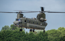 费尔福德,英国- 7月10日:契努克族直升机参加皇家国际空气纹身花刺飞行表演事件2016年7月10日 库存照片