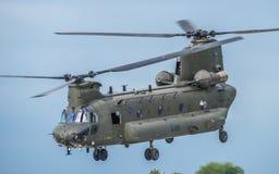 费尔福德,英国- 7月10日:契努克族直升机参加皇家国际空气纹身花刺飞行表演事件2016年7月10日 库存图片