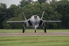 费尔福德,英国- 7月10日:F-35航空器参加皇家国际空气纹身花刺飞行表演事件2016年7月10日 免版税库存图片