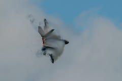 费尔福德,英国- 7月10日:F-22A猛禽航空器参加皇家国际空气纹身花刺飞行表演事件2016年7月10日 图库摄影
