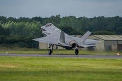 费尔福德,英国- 7月10日:F-35B航空器参加皇家国际空气纹身花刺飞行表演事件2016年7月10日 免版税库存图片