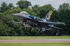 费尔福德,英国- 7月10日:F-16C航空器参加皇家国际空气纹身花刺airshow事件2016年7月10日 免版税库存照片