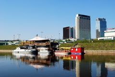 维尔纽斯在2014年4月26日的涅里斯河河运送 免版税库存图片