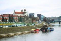 维尔纽斯委员会河的涅里斯河天使教会 免版税库存照片