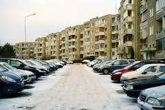 维尔纽斯市Pasilaiciai区新房和汽车 库存照片
