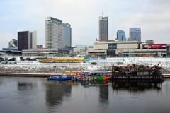 维尔纽斯有摩天大楼的冬天全景涅里斯河河委员会的 库存图片