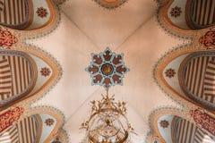 维尔纽斯立陶宛 与StNicholas东正教枝形吊灯的有圆顶被绘的天花板  库存图片