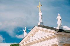 维尔纽斯立陶宛 St Stanislaus大教堂大教堂的接近的山墙饰  库存照片