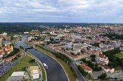 维尔纽斯老镇,河涅里斯河,立陶宛鸟瞰图  免版税库存图片