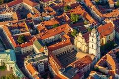 维尔纽斯,立陶宛的中心 从被驾驶的飞行的对象的鸟瞰图 库存照片