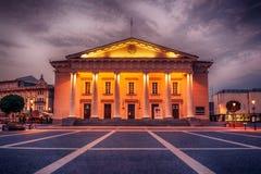 维尔纽斯,立陶宛:城镇厅,立陶宛人Vilniaus rotuse,在同一个名字的正方形 免版税库存照片