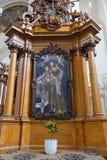 维尔纽斯,立陶宛- 2017年5月08日:在圣法兰西斯和圣伯纳德里面教会的内部  免版税库存图片