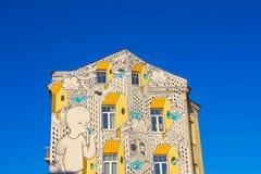 维尔纽斯,立陶宛- 2017年1月07日:由未认出的艺术家的街道艺术房子的 免版税图库摄影