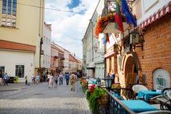 维尔纽斯,立陶宛- 2016年8月11日:老镇的街道维尔纽斯,其中一个北部的最大生存中世纪老镇 免版税图库摄影