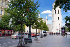 维尔纽斯,立陶宛- 2016年8月11日:老镇的街道维尔纽斯,其中一个北部的最大生存中世纪老镇 库存图片