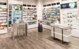 维尔纽斯,立陶宛- 2016年4月20日:道格拉斯香水商店在Akropolis,立陶宛, Vinius 库存图片