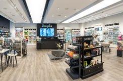 维尔纽斯,立陶宛- 2016年9月27日:道格拉斯香水商店在Akropolis,立陶宛, Vinius 库存图片