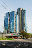 维尔纽斯Savanoriu街道的市摩天大楼 免版税库存图片