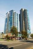 维尔纽斯Savanoriu街道的市摩天大楼 库存照片