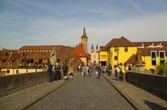 维尔茨堡,德国- 2015年5月06日:在老主要桥梁的看法 免版税图库摄影