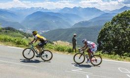 彻尔d'Aspin的-环法自行车赛两个骑自行车者2015年 库存照片