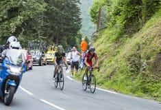 彻尔du Tourmalet -环法自行车赛的两个骑自行车者2014年 免版税库存图片