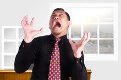 尖叫恼怒的疯狂的商人 库存图片