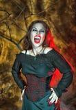 尖叫的万圣夜吸血鬼 免版税库存照片