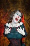 尖叫的万圣夜吸血鬼 免版税图库摄影