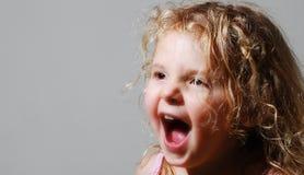 尖叫的女孩年轻人 免版税库存图片