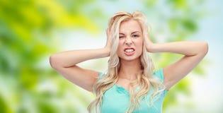 尖叫的少妇举行对她的头和 库存图片