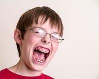尖叫的男孩青少年叫喊 免版税图库摄影
