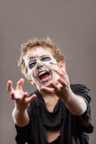 尖叫的走的死的蛇神儿童男孩 免版税库存图片