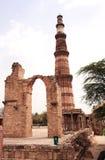 尖塔Qutub-Minar塔,新德里,印度 免版税库存照片